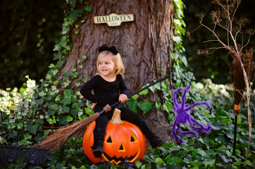 little-girl-in-witch-costume