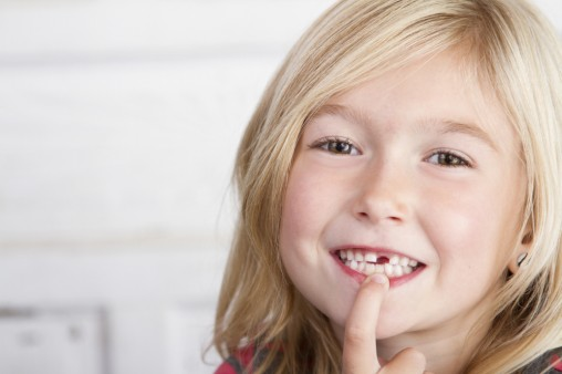 cute-girl-lost-tooth