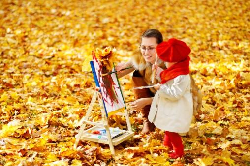 girl-painting-autumn