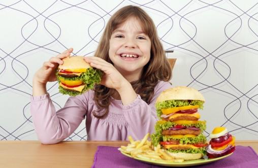 girl-eating-hamburgers