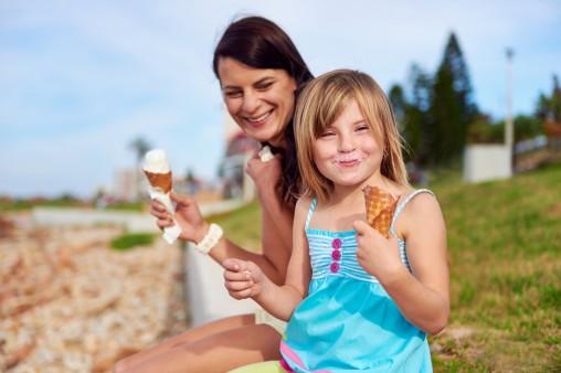 mom-daughter-ice-cream