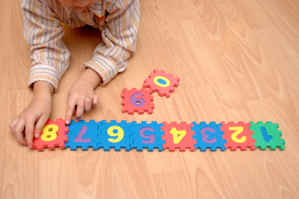child-counting-on-the-floor
