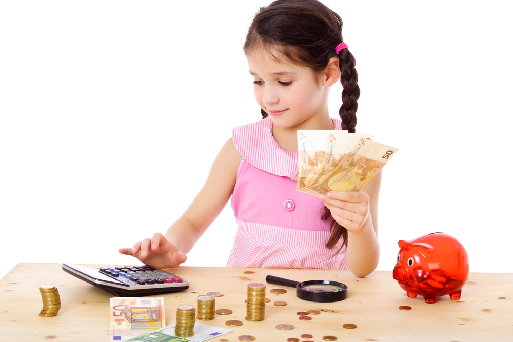 girl-counting-money