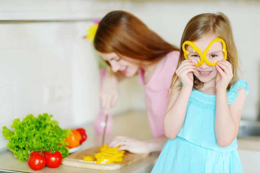 mom-daugter-making-dinner