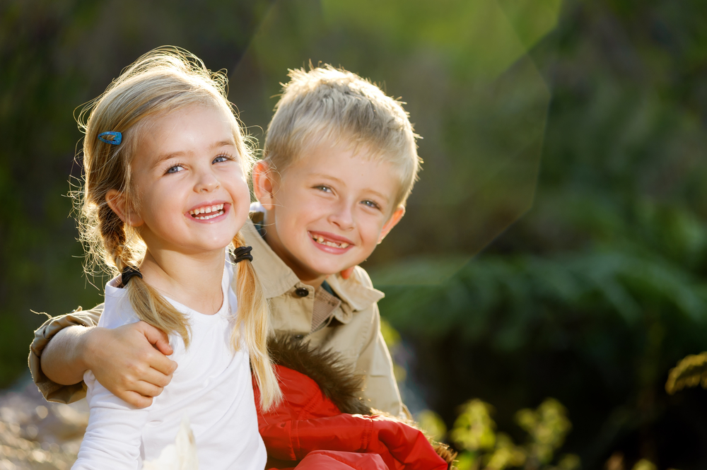 Two kids in field - Are Children Good Liars - Humintell