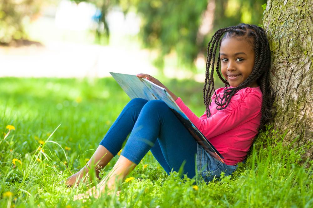 cute-black-girl-reading