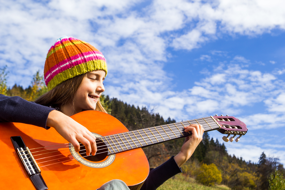 girl-playing-guitar-outdoor