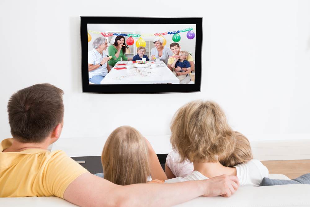 an analysis of how television can influence children Television can negatively effect people, particularly kids numerous studies and surveys have proven just how much television can be a bad influence on our youth many kids become violent, have severe psychological effects, and become very unhealthy.