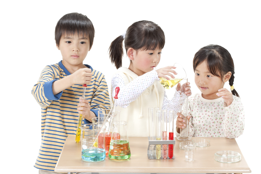 japanese-kids-doing-lab-tests