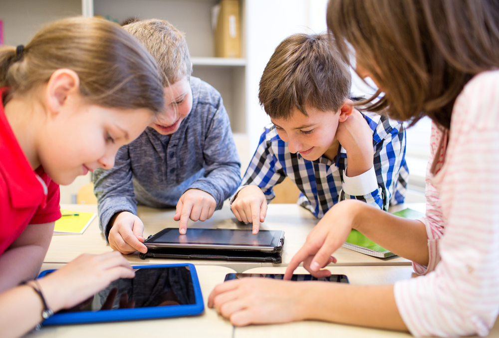 education-elementary-school-learning-technology-and-people-concept-group-of-school-kids