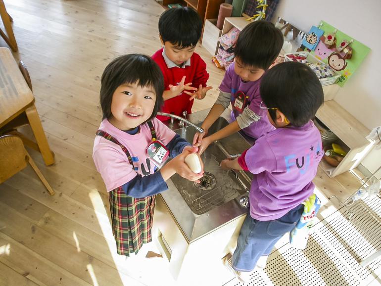 fuji kindergarten a novel type of kindergarten in japan. Black Bedroom Furniture Sets. Home Design Ideas