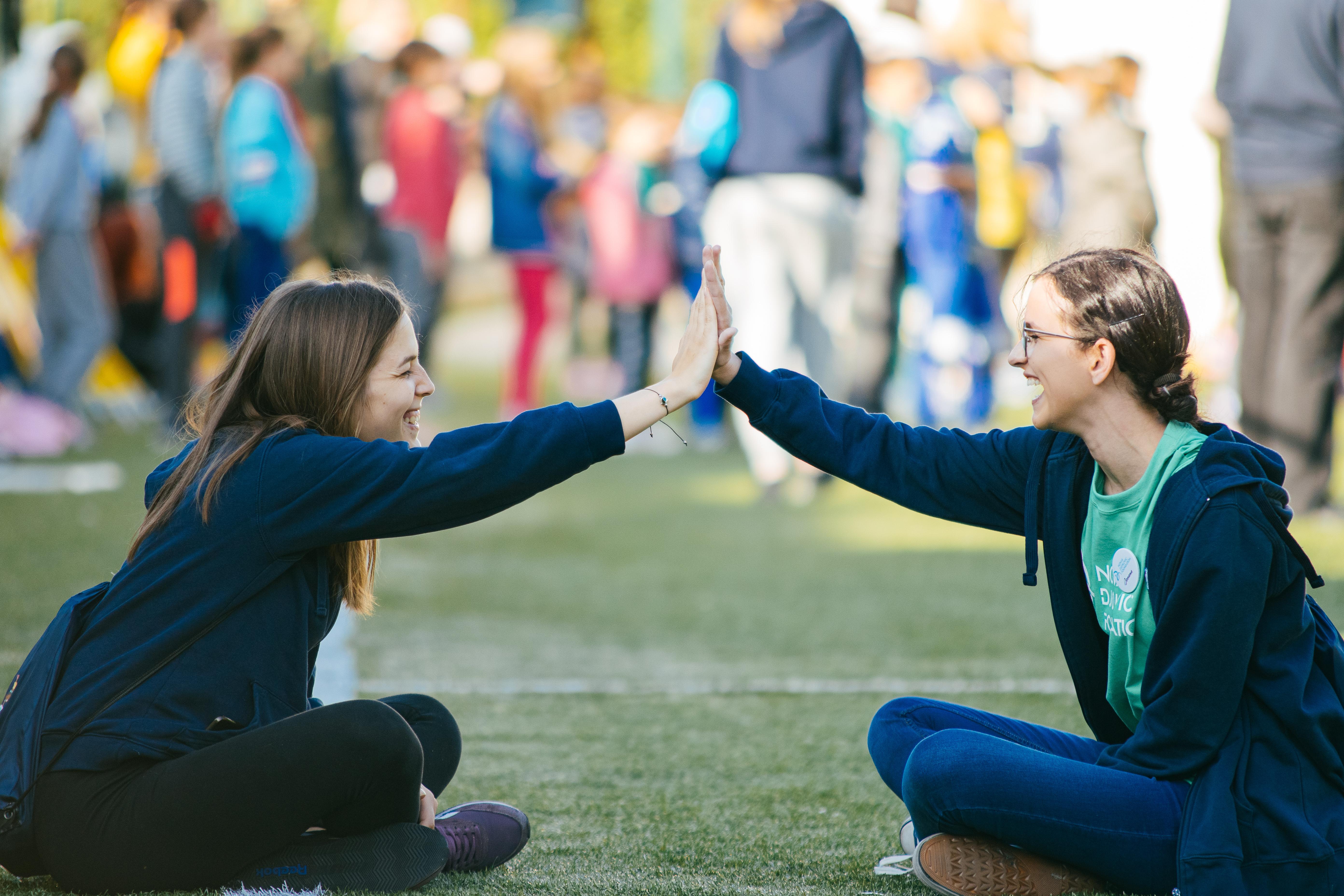 """Jovana je veliko iskustvo stekla volontirajući na našem kampu """"Drugarijada"""", gde je imala priliku da dosta nauči o radu sa decom i da se druži sa drugim volonterima."""