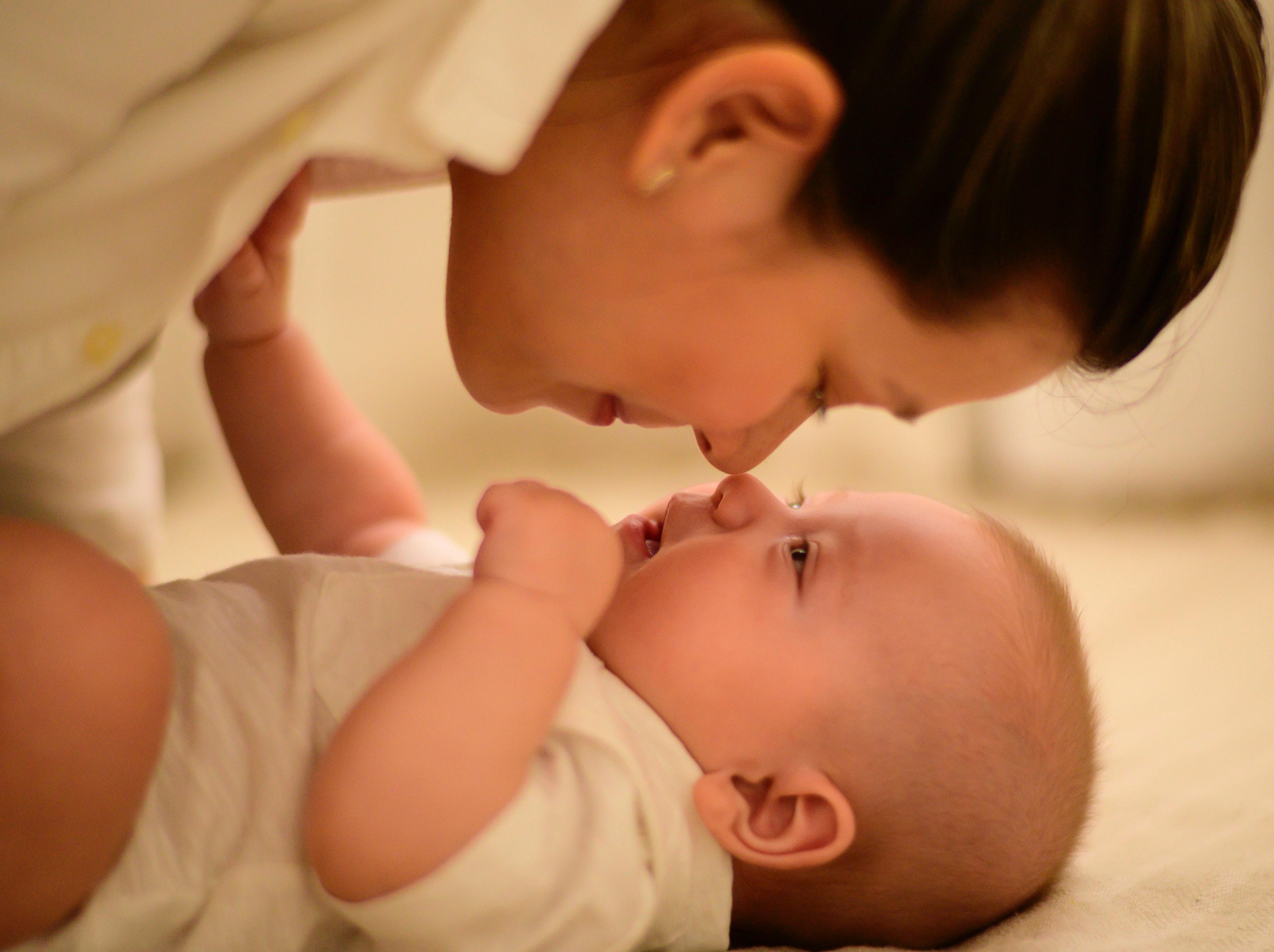 Montesori okruženje prepoznaje četiri različita segmenta okruženja za bebu, a to su prostor za spavanje, prostor za ishranu, prostor za negu i prostor za aktivnost.