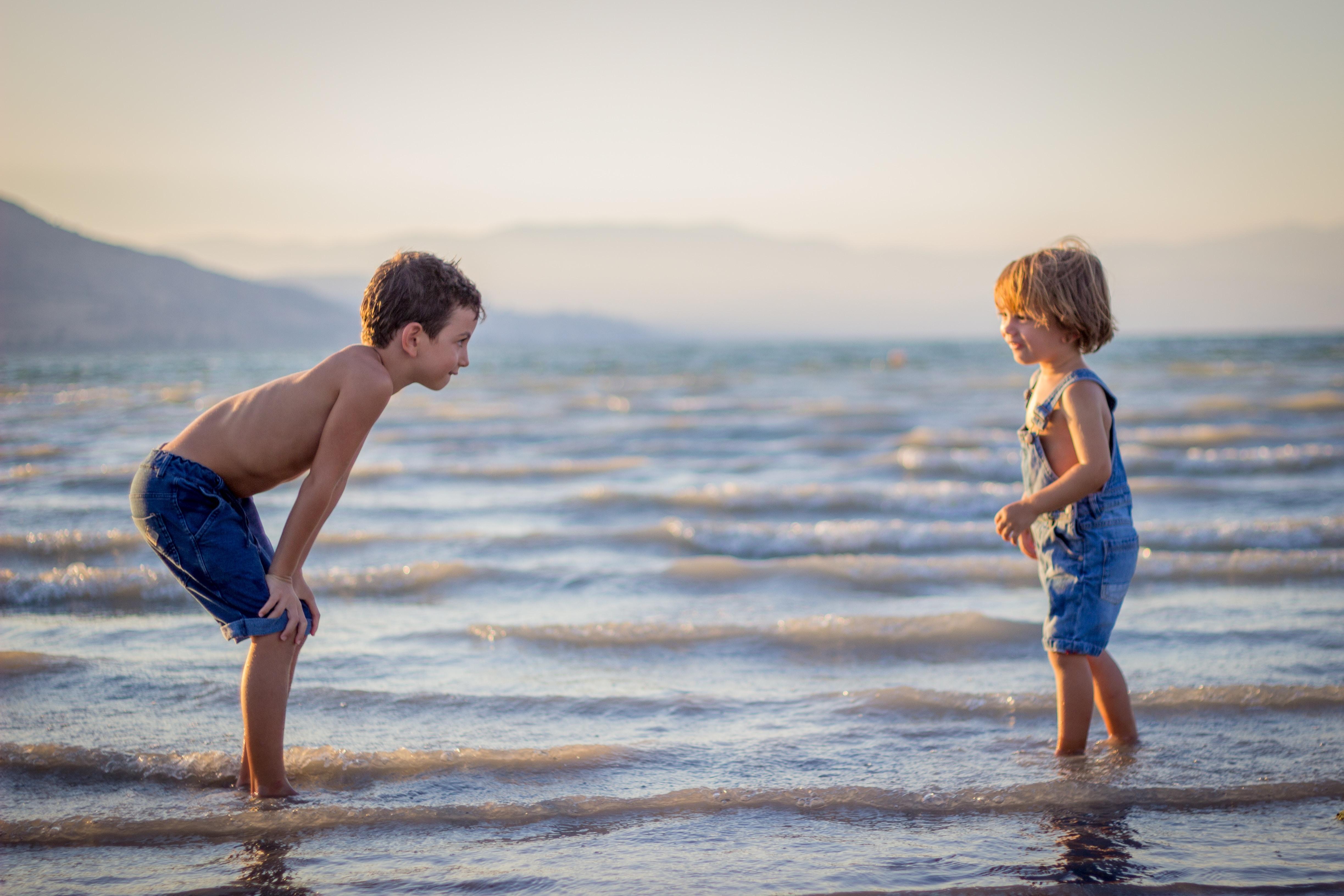 Pokažite deci načine da transformišu negativnost u pozitivnost što će im pomoći da se nose sa eko-anksioznošću.