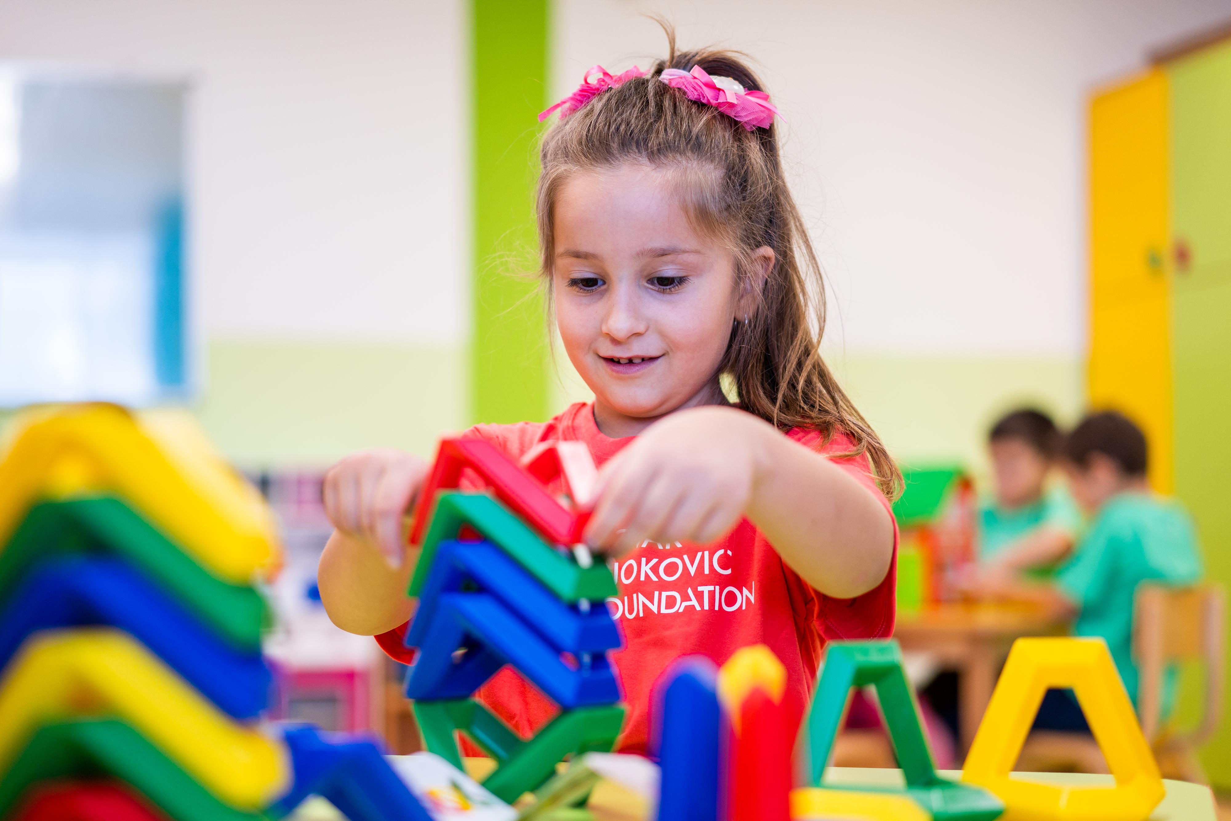 Prvih nekoliko godina (od 0 do 5, tačnije) smatraju se formativnim godinama deteta, periodom u njihovom životu kada je razvoj mozga najbrži.Zato je važno da predškolsko obrazovanje bude visokog kvaliteta, jer će to svakako uticati na razvoj mozga vašeg deteta i oblikovati ga u pojedinca u koga će odrasti.