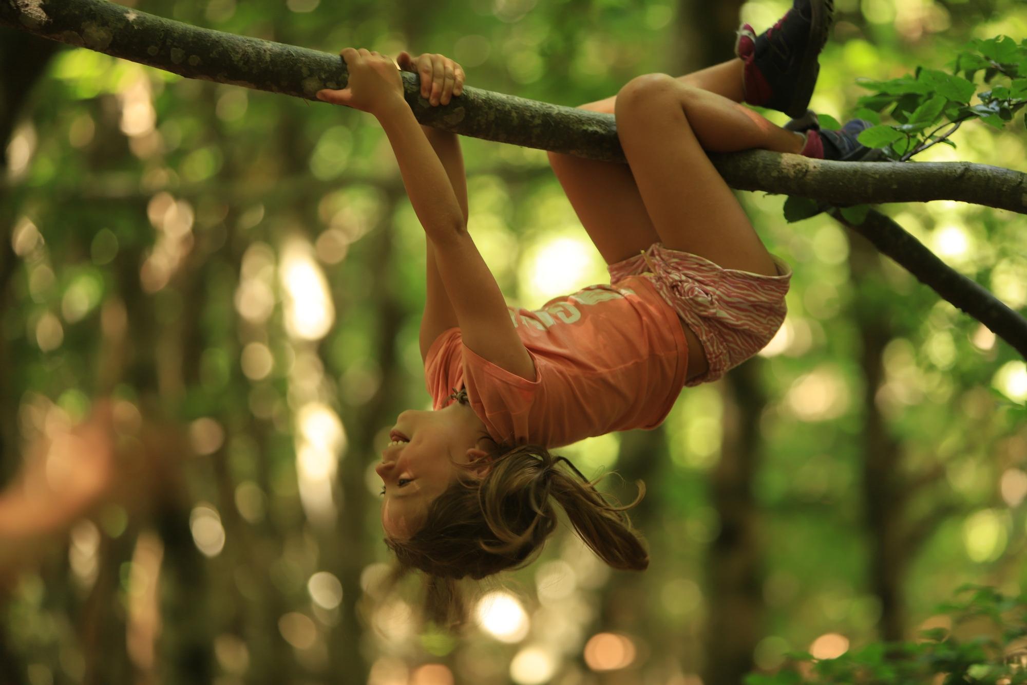 Pustite dete da posmatra prirodu, da je dodirne, pomiriše, osluškuje, oseti svim čulima