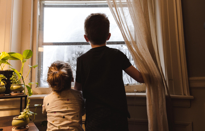 Za decu nestabilnost izazvana ovim problemom može rezultirati lošijim ishodima u obrazovanju, zdravlju i budućem zaposlenju.