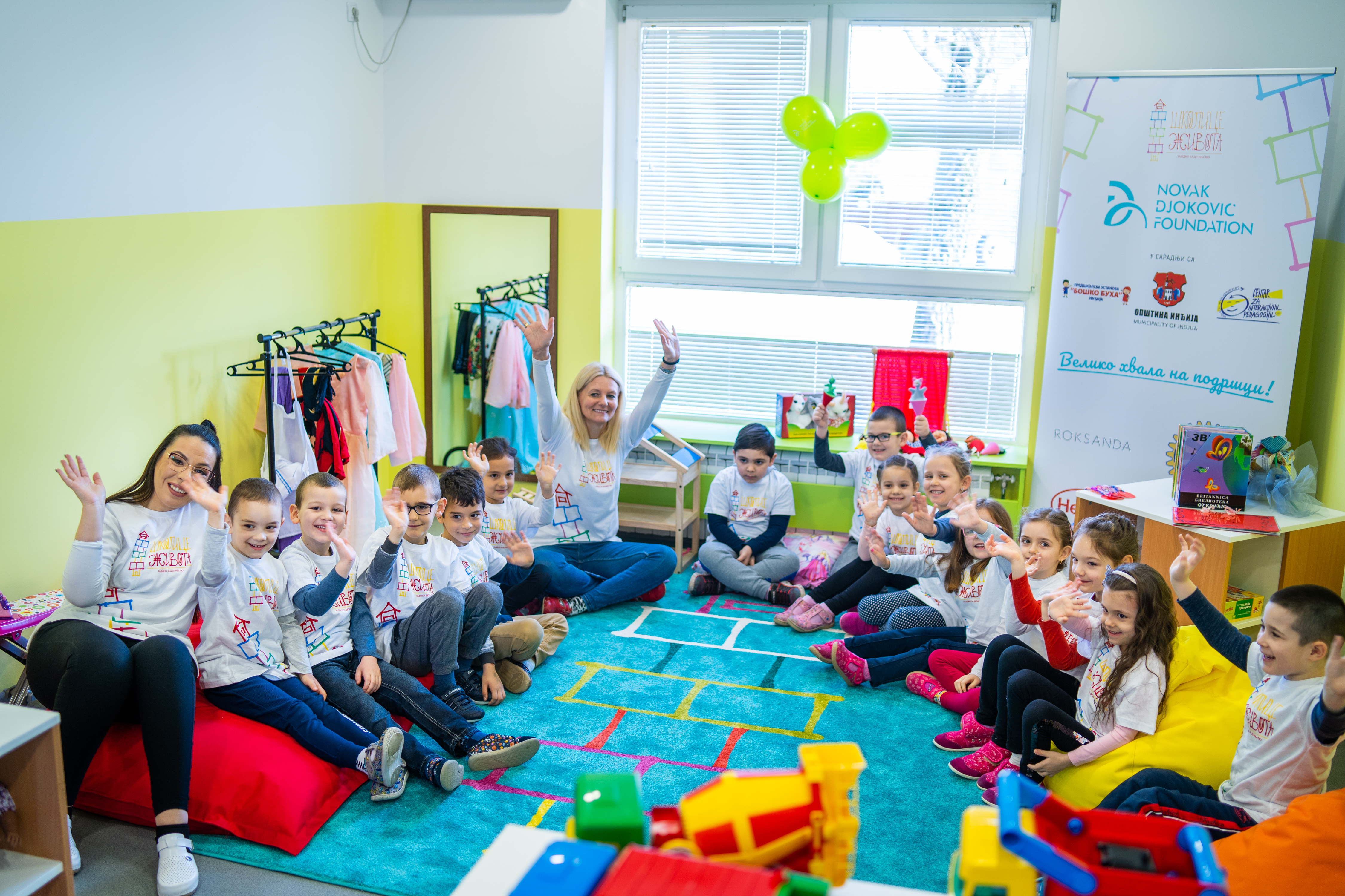 Preschool teacher Ana Surla and her colleague with children from the School of Life in Ljukovo.