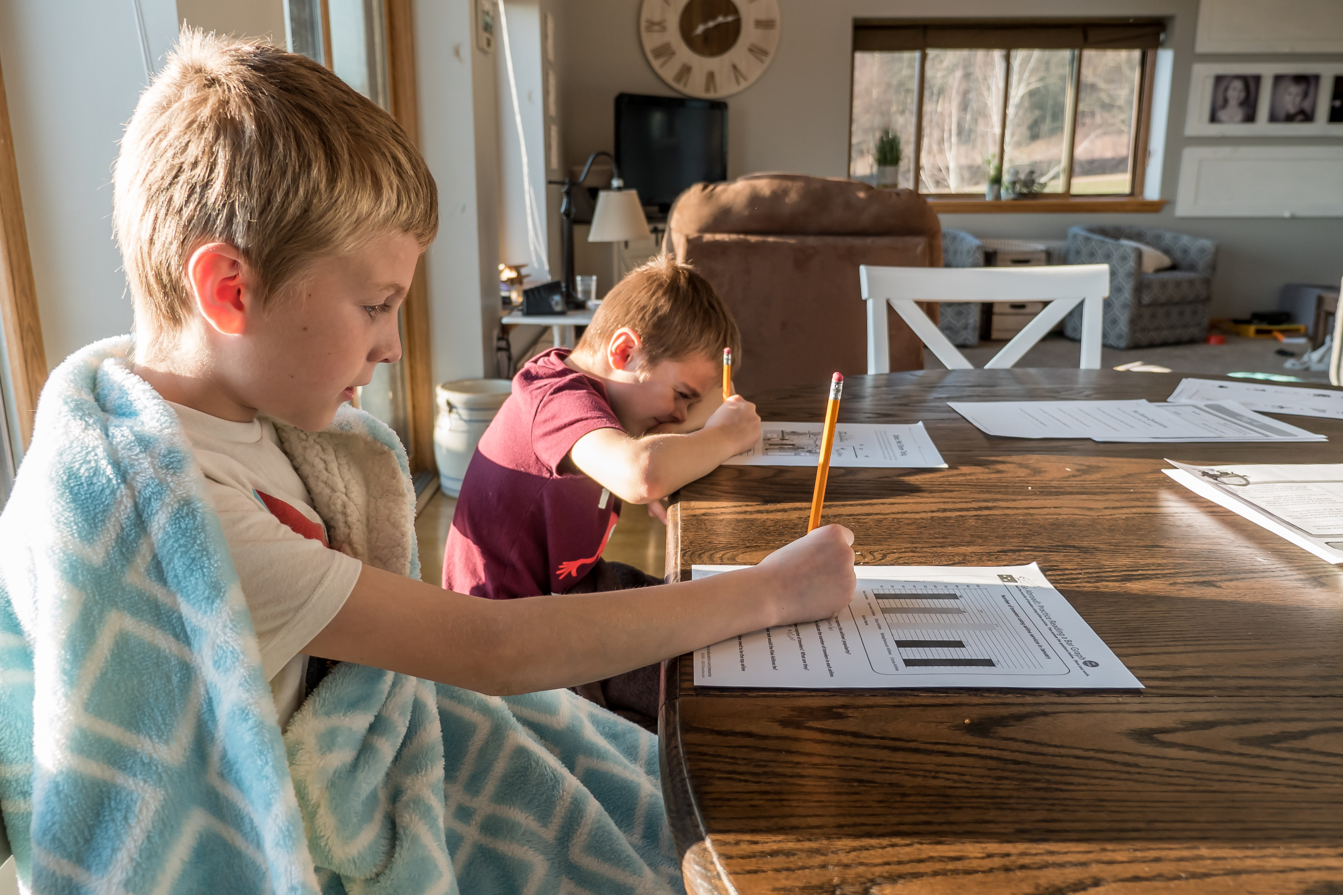 Dobro razmislite na koji način ćete organizovati vreme svojoj deci jer su i oni sada zaglavljeni kod kuće i zahtevaju mnogo više pažnje.