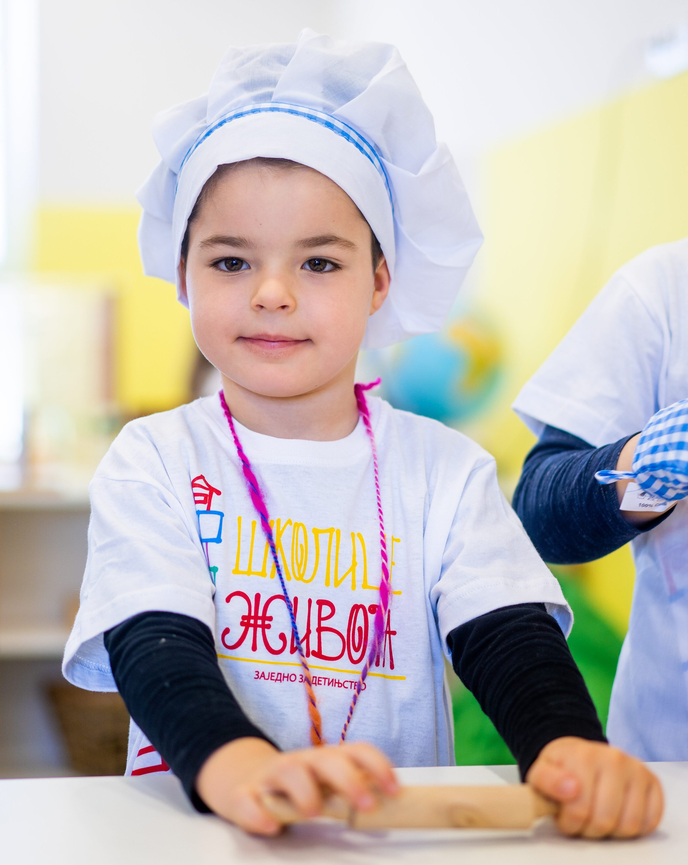 Načelo pravilne ishrane: da deca imaju tri glavna obroka u razmaku od tri do četiri sata i dve užine, između doručka i ručka, i između ručka i večere. Naravno, posebno je važan dobar izbor hrane za svaki od ovih obroka.
