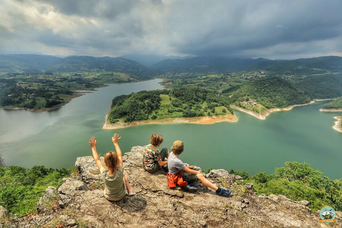 Porodični izlet u zapadnoj Srbiji i veličanstven pogled na jezero Rovni.