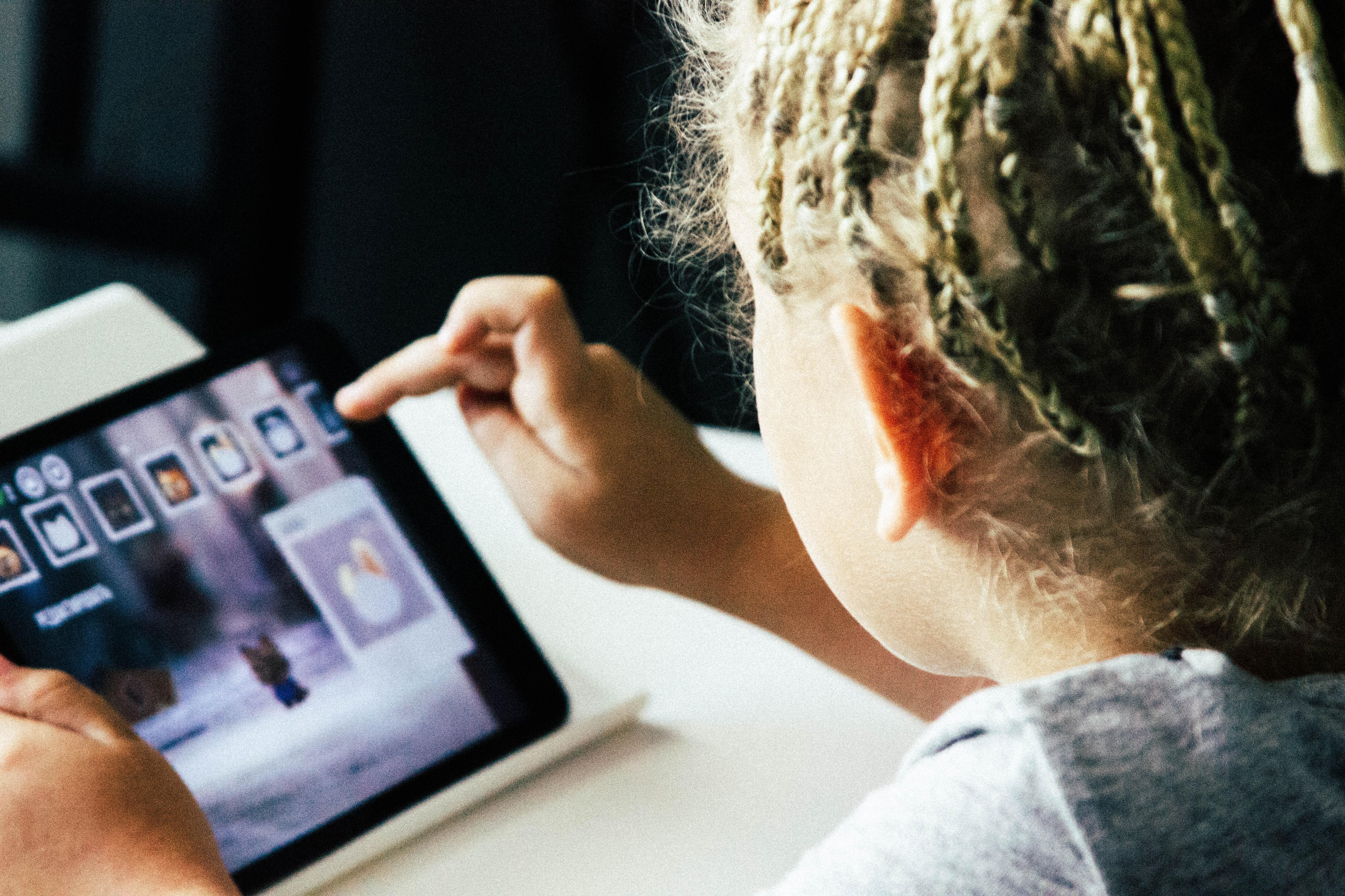 Elektronske knjige za decu često poseduju multimedijalne sadržaje.