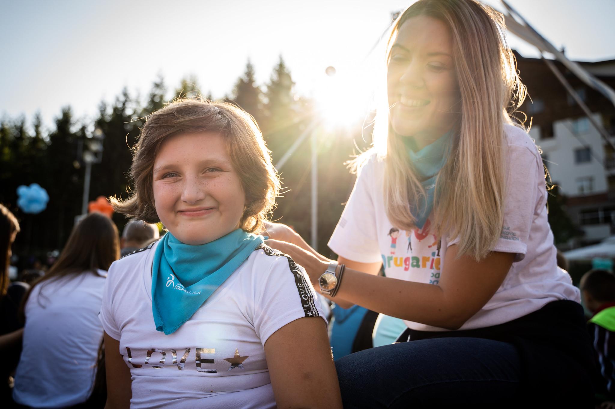 Naši volonteri igraju važnu ulogu u organizaciji Drugarijade. Oni su ti koji nam pomažu da zabavimo decu, da ih pazimo i naučimo nešto novo.
