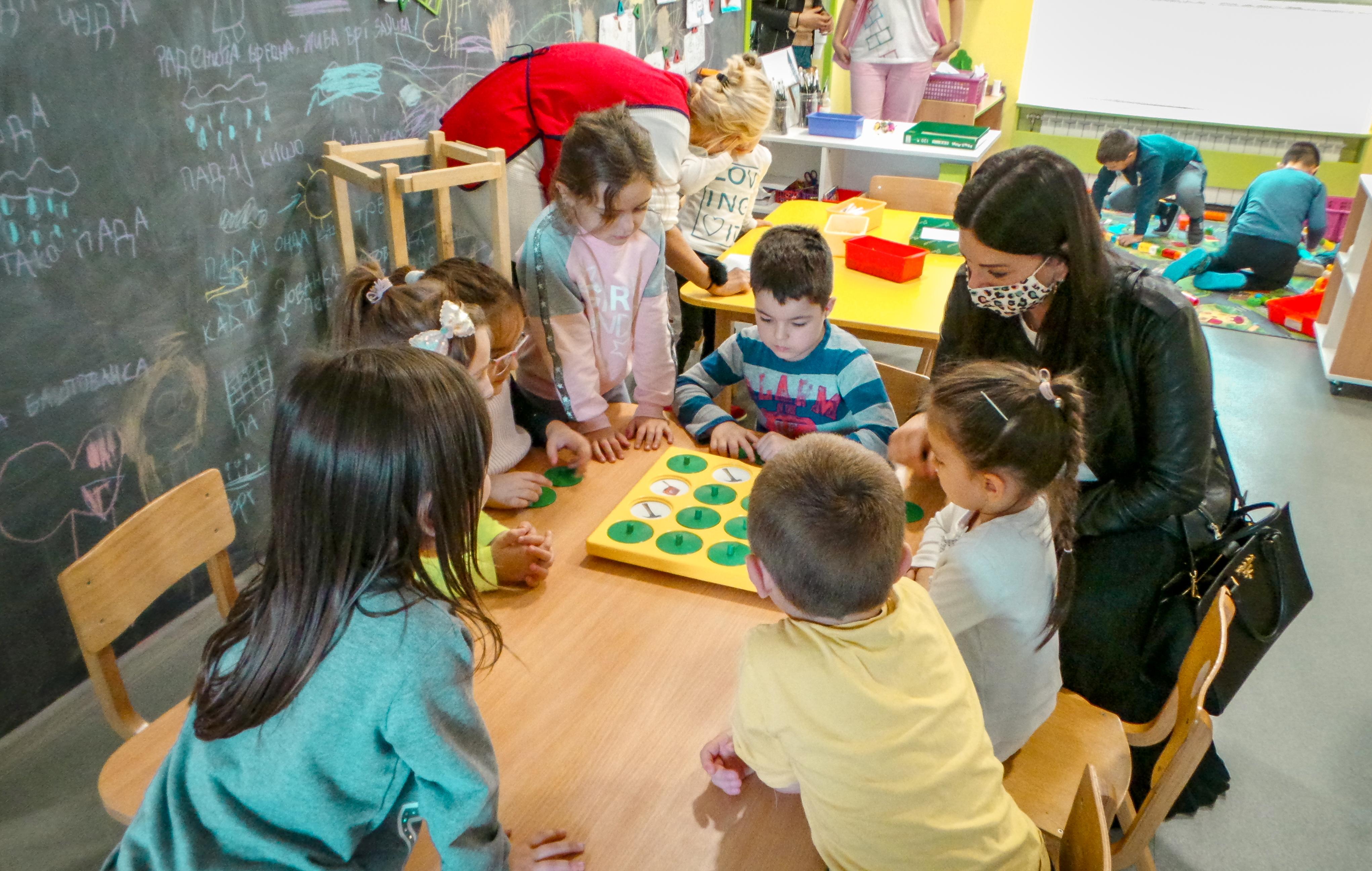 Prošle godine je na inicijativu Dragane Radišić, Rotary club Amsterdam izabrao naš projekat otvaranja nove Školice života u Ljukovu za jedan od njihovih godišnjih humanitarinih ciljeva.