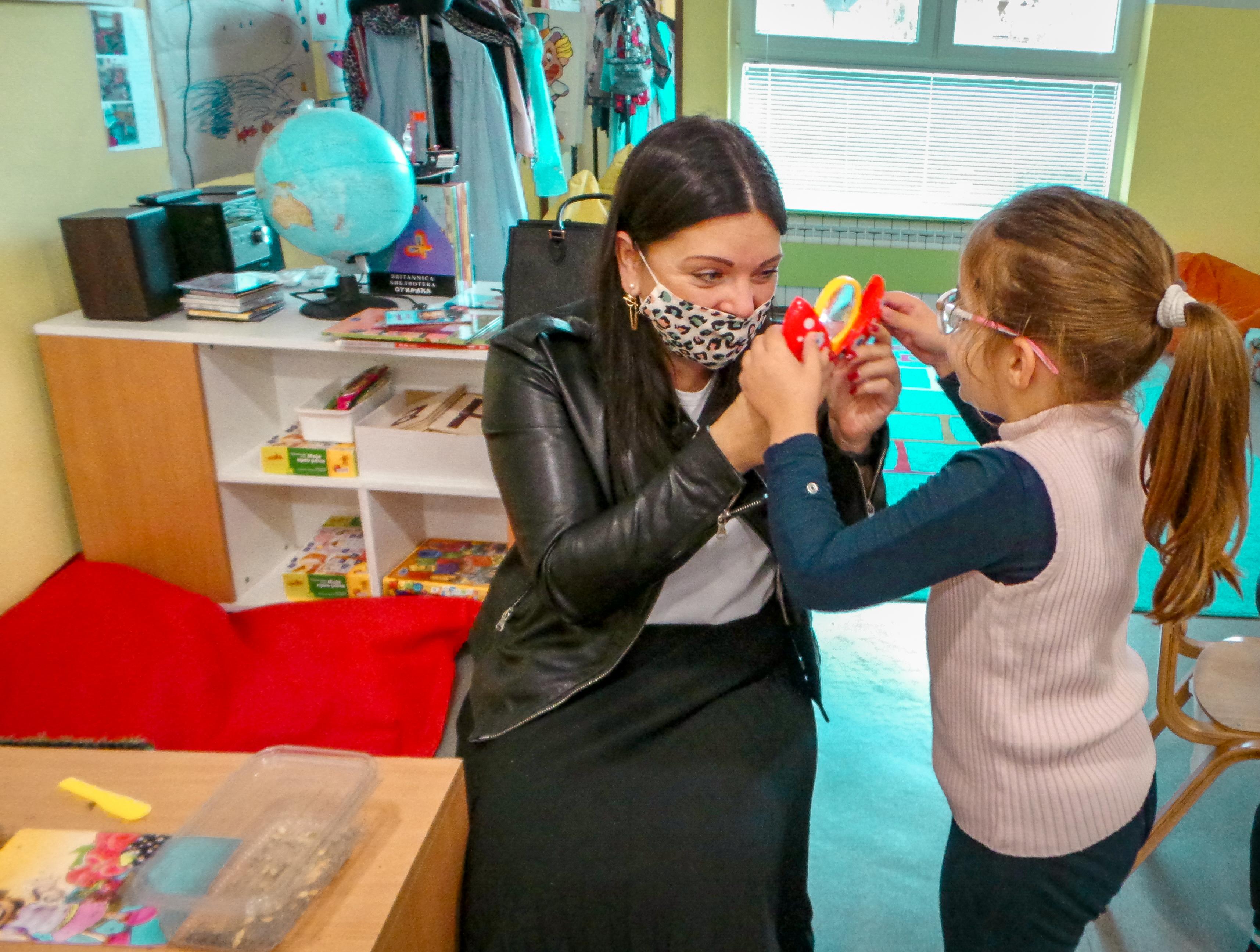 Velika strast Dragane Radišić je humanitarni rad i pomaganje da se što većem broju dece širom sveta obezbede bolji uslovi za život.