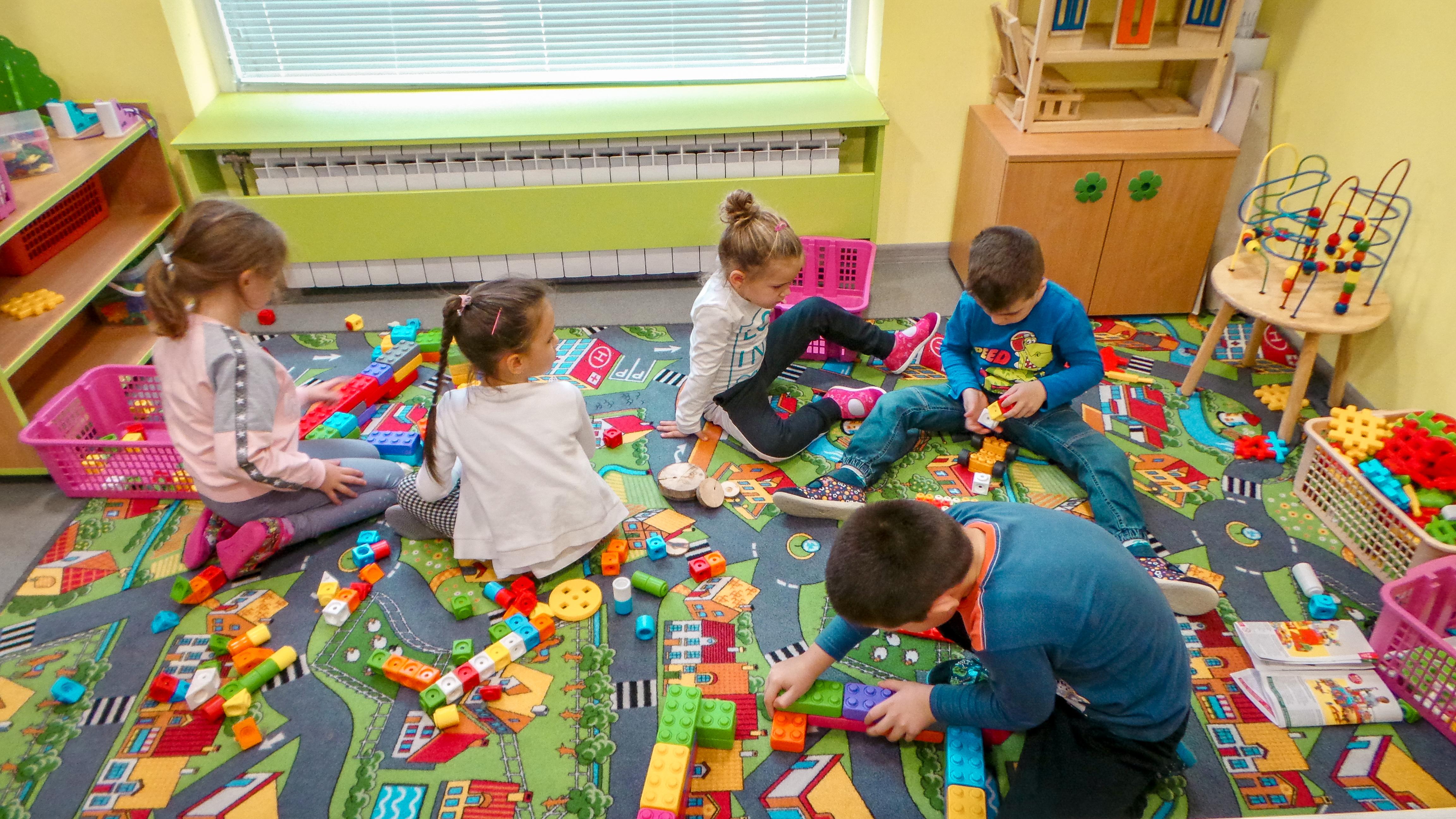 Zahvaljujući podršci Rotary cluba Amsterdam vredne 22.000 evra, naš tim je u selu Ljukovo nadomak Inđije, otvorio 13. Školicu života.