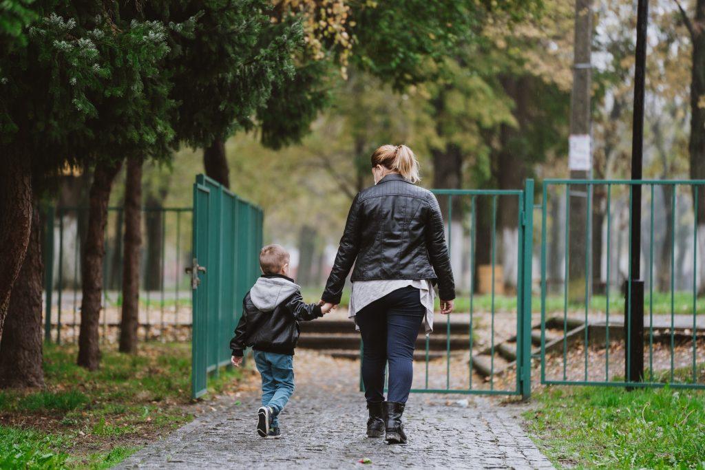Radeći na sebi, roditelji treba da budu oslobođeni osećanja krivice, jer sve što roditelji rade u datom trenutku, rade najbolje što znaju i umeju za svoje dete.