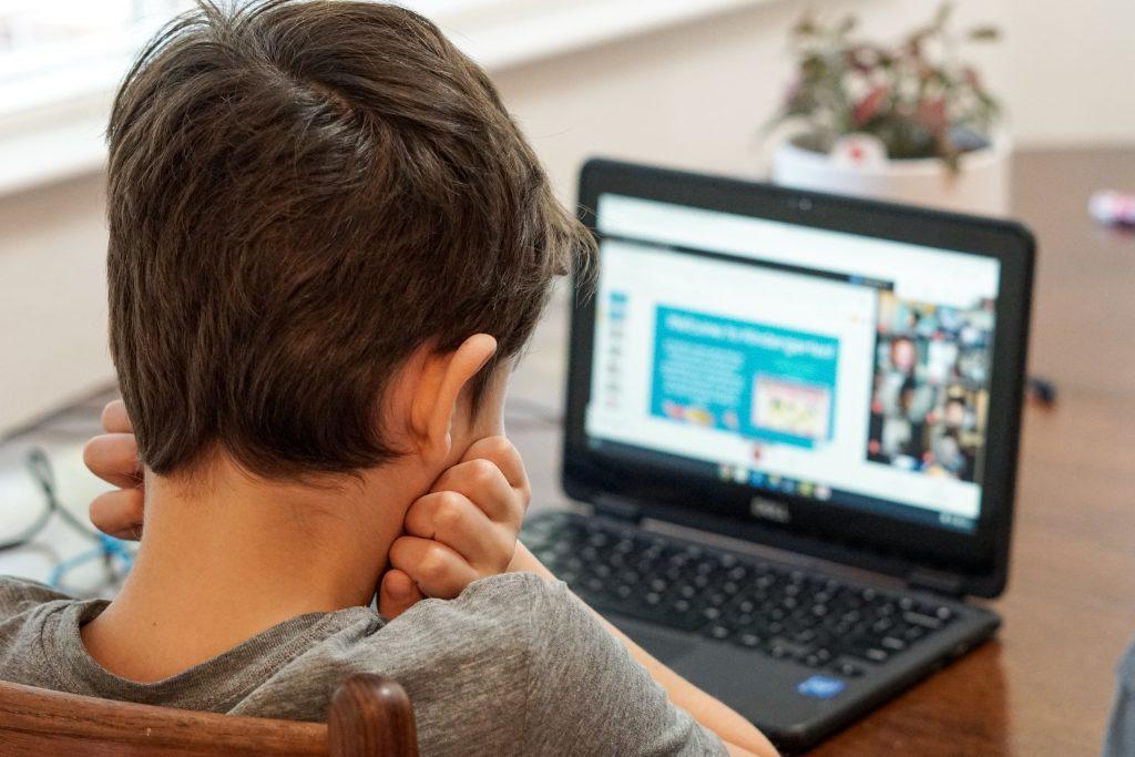 Kako održati roditeljstvo na daljinu i kako da veza između vas i dece ostane jaka čak i kada se ne nalazite na istom mestu?