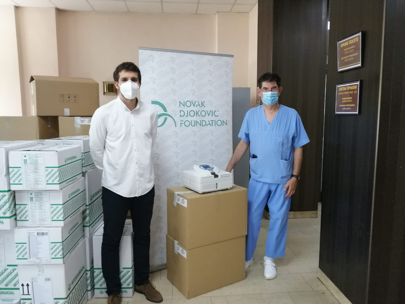 Five non-invasive TNI SOFT FLOW KCS mechanical ventilators, as well as antibacterial clogs SUECOS BALDER were donated to the Clinic for Pulmonology of the Clinical Center of Serbia.