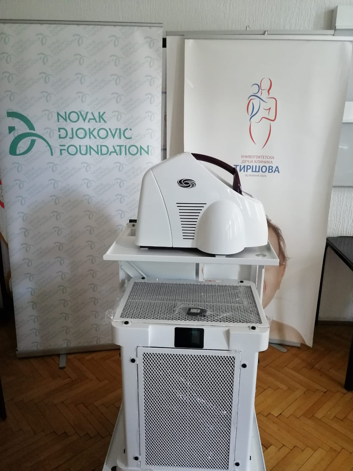 The Foundation has donated an AIRINSPACE device for surface disinfection to the University Children's Clinic - Tiršova.
